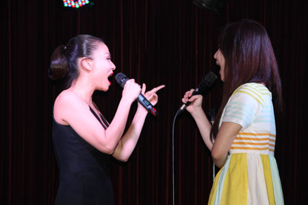 huong tram cuoi tit mat ben thi sinh the voice my hinh anh 5