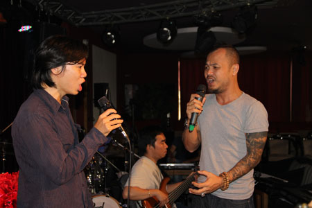 huong tram cuoi tit mat ben thi sinh the voice my hinh anh 7