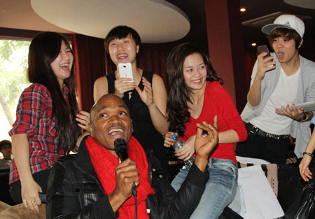 huong tram cuoi tit mat ben thi sinh the voice my hinh anh 8