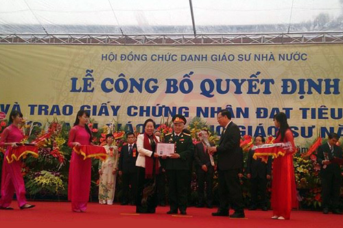 37 tuoi tro thanh giao su tre nhat viet nam the ky 21 hinh anh 1