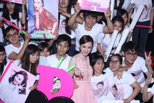 phuong trinh duoc fan to chuc sinh nhat tuoi 20 hinh anh 1