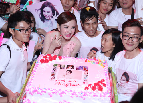 phuong trinh duoc fan to chuc sinh nhat tuoi 20 hinh anh 2