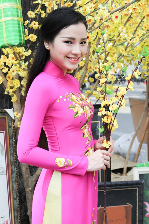 phuong trinh jolie huy show dien, an tet cung gia dinh hinh anh 2