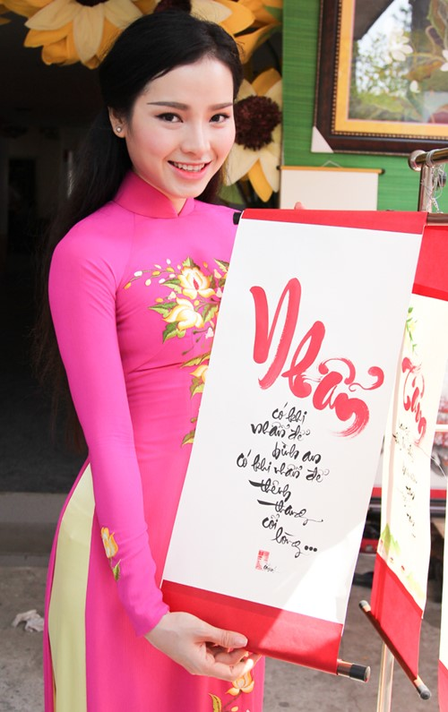 phuong trinh jolie huy show dien, an tet cung gia dinh hinh anh 7