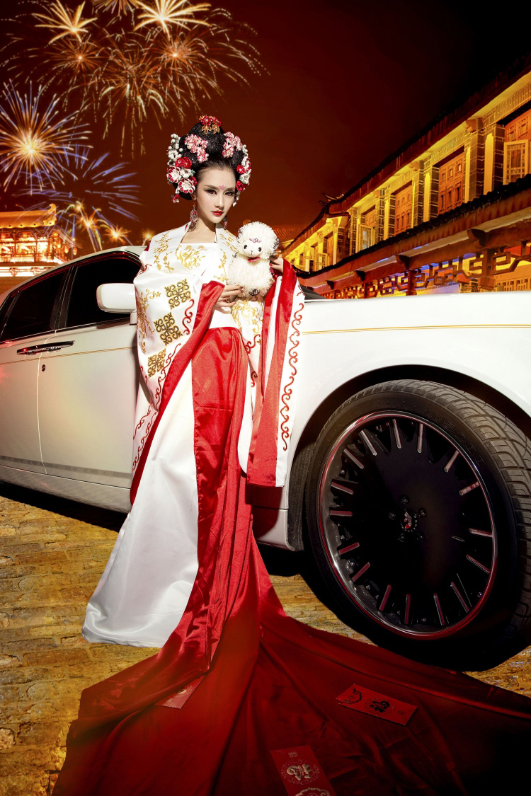 chan dai 'hoa' vo tac thien day sexy ben rolls-royce hinh anh 10