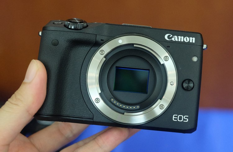 """can canh canon eos m3 sap """"do bo"""" ve viet nam hinh anh 1"""