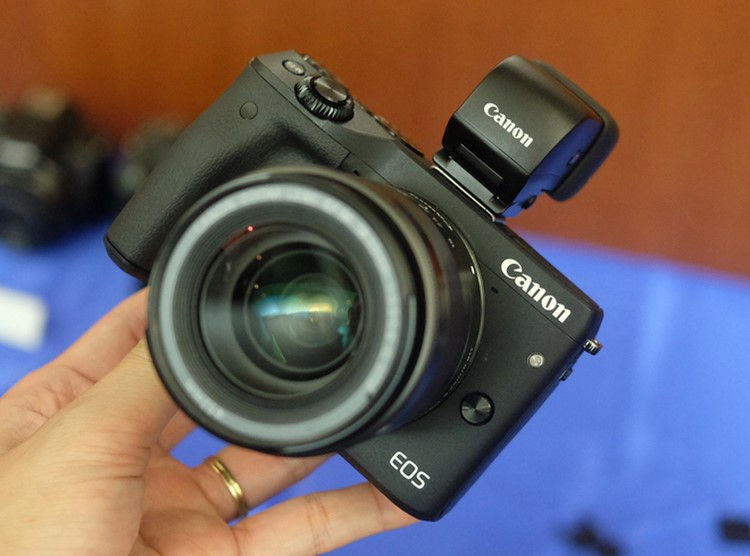 """can canh canon eos m3 sap """"do bo"""" ve viet nam hinh anh 7"""