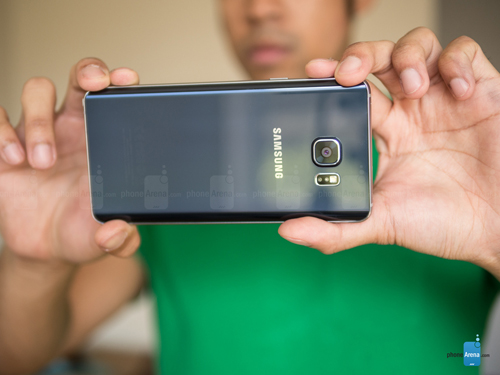 top 7 smartphone co toc do camera nhanh nhat hien nay hinh anh 3