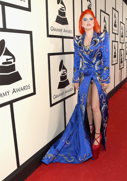 taylor swift tung vay khoe noi y tren tham do grammy hinh anh 6