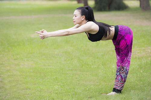 my nhan viet khoe duong cong tuyet my khi tap yoga hinh anh 17