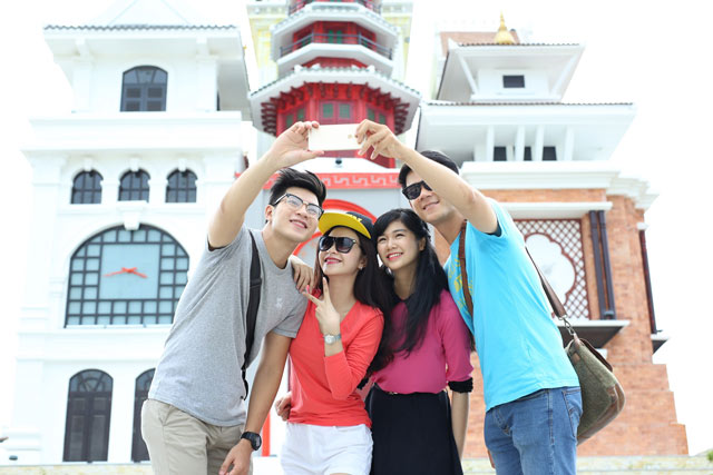 dai su nho nhat lang tre sos the gioi hat quoc ca viet nam tai asia park hinh anh 1
