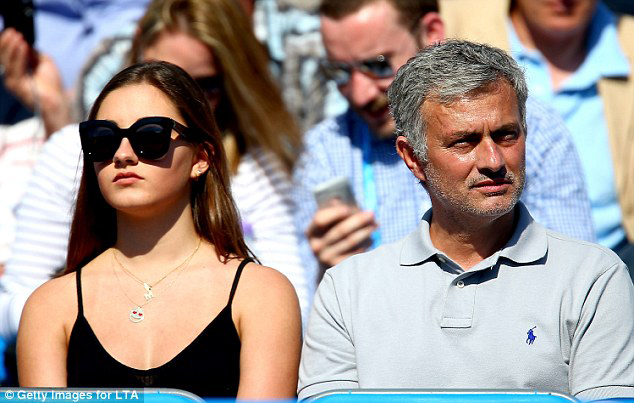 ve cang tron day suc song cua ai nu nha jose mourinho hinh anh 10