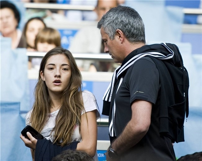 ve cang tron day suc song cua ai nu nha jose mourinho hinh anh 12