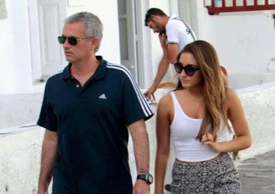 ve cang tron day suc song cua ai nu nha jose mourinho hinh anh 7
