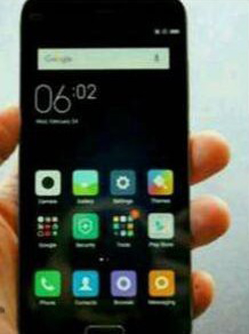 lo smartphone canh tranh iphone se, re hon 3 trieu dong hinh anh 1