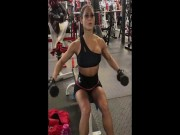 "May rau ""ne phuc"" dan hot girl phong gym len co tap ta"