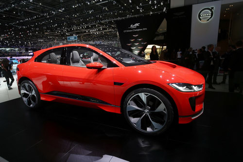 "jaguar i-pace ""thach thuc"" truc tiep tesla model x hinh anh 2"