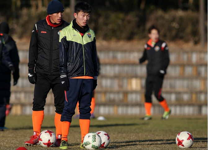 lo cho xuan truong, gangwon fc tung phot lo dt viet nam hinh anh 2