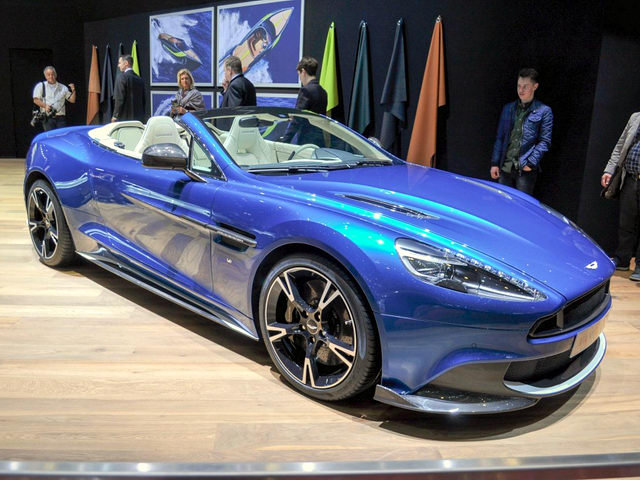aston martin vanquish s volante 2018 gia 7,1 ty dong hinh anh 2