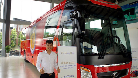 can canh sieu xe bus tri gia 3,5 ty dong cua clb tp hcm hinh anh 1