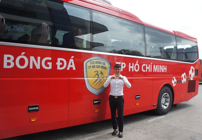 can canh sieu xe bus tri gia 3,5 ty dong cua clb tp hcm hinh anh 11