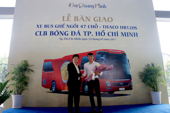 can canh sieu xe bus tri gia 3,5 ty dong cua clb tp hcm hinh anh 10