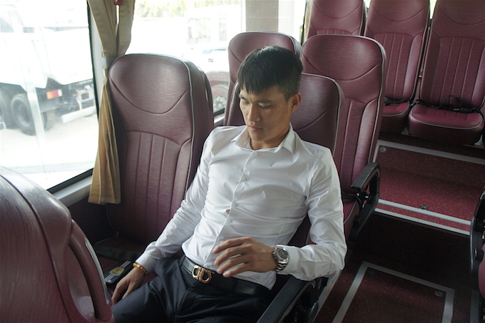 can canh sieu xe bus tri gia 3,5 ty dong cua clb tp hcm hinh anh 8