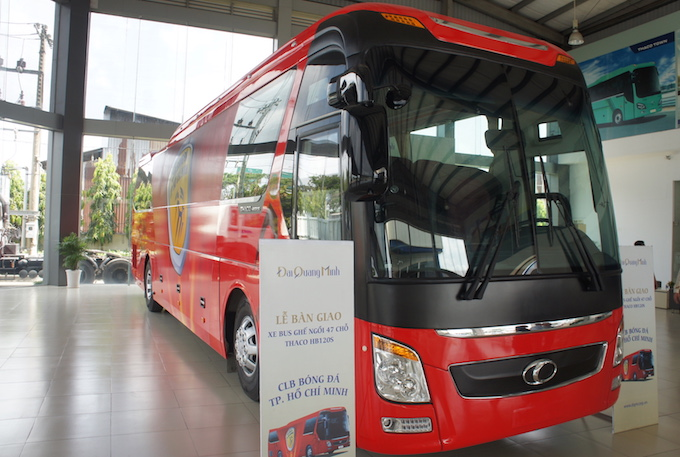 can canh sieu xe bus tri gia 3,5 ty dong cua clb tp hcm hinh anh 2