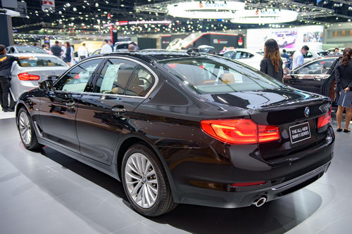 bmw 5-series 2017 chot gia 2 ty dong tai dong nam a hinh anh 2