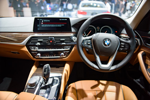 bmw 5-series 2017 chot gia 2 ty dong tai dong nam a hinh anh 4
