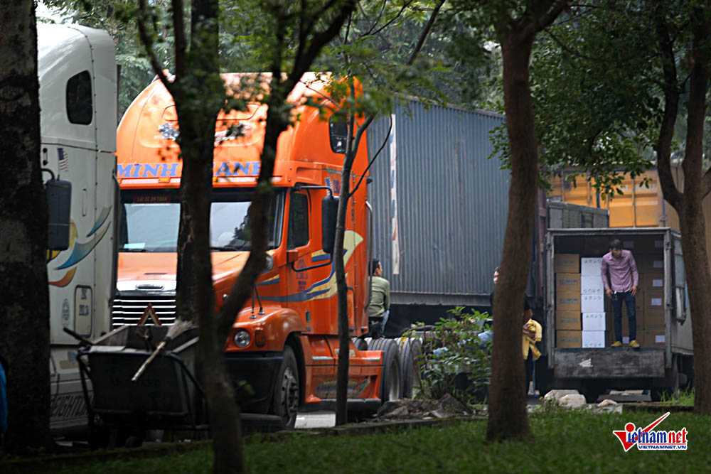 xe container ngay dem cay nat via he ha noi hinh anh 3