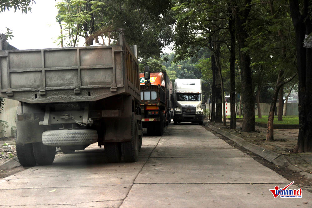 xe container ngay dem cay nat via he ha noi hinh anh 5