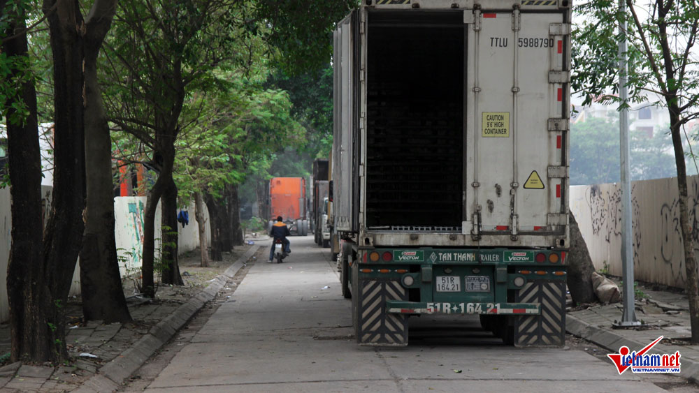 xe container ngay dem cay nat via he ha noi hinh anh 9