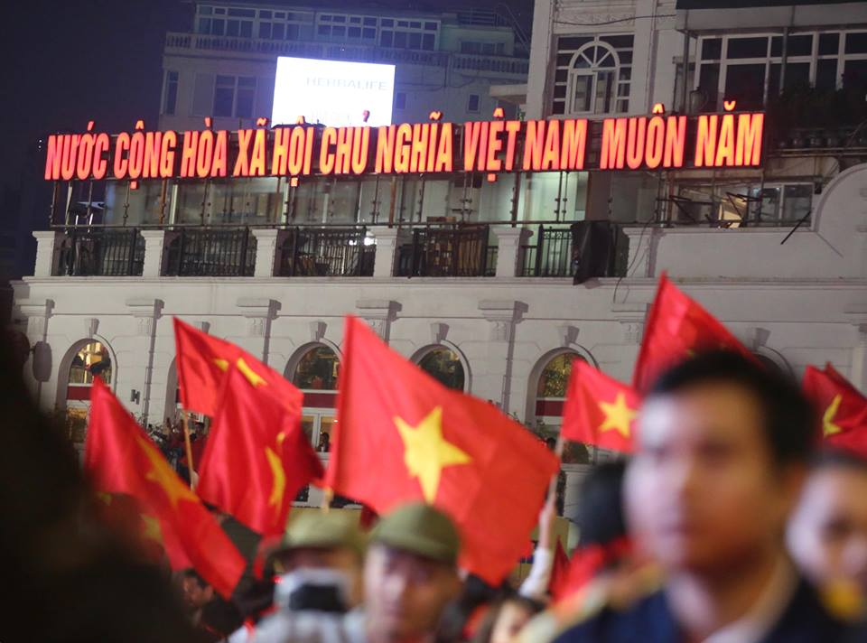 rop co to quoc mung u23 viet nam chien thang o ho guom hinh anh 2