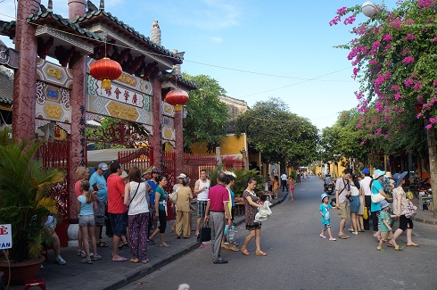 mien phi ve du xuan pho co hoi an hinh anh 1