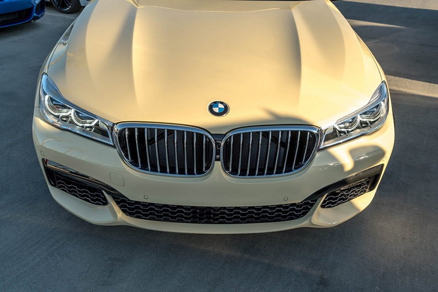 bmw 750i an tuong voi mau son nhu xe taxi  hinh anh 2