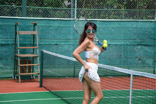 nguoi mau u50 ven vay lo vong 3, tai hien anh my nu tennis khieu khich nhat hinh anh 5