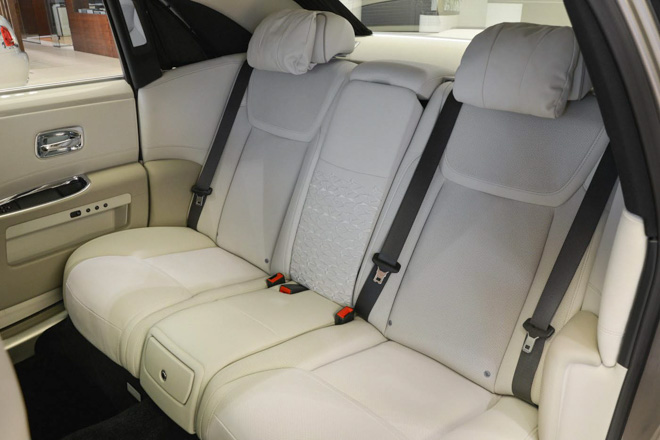 roll-royce ghost phong cach hoi giao hinh anh 13
