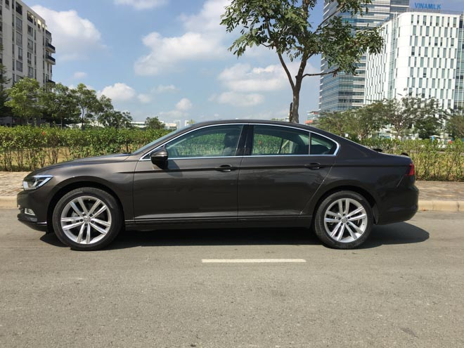 soi chi tiet volkswagen passat 2018 gia 1,4 ty dong: doi thu toyota camry hinh anh 2
