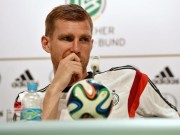 "Per Mertesacker ""ngoi mat, an bat vang"" o Arsenal"