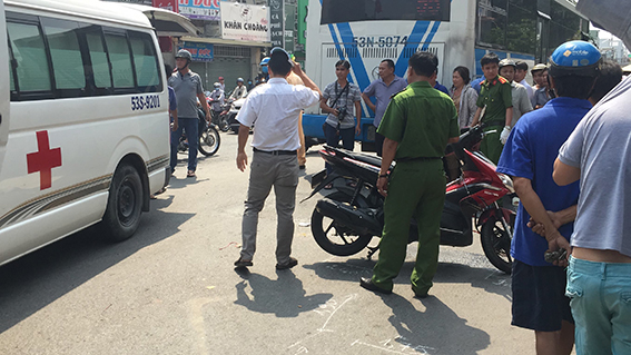 tp.hcm: nam thanh nien 25 tuoi chet tham duoi banh xe buyt hinh anh 1