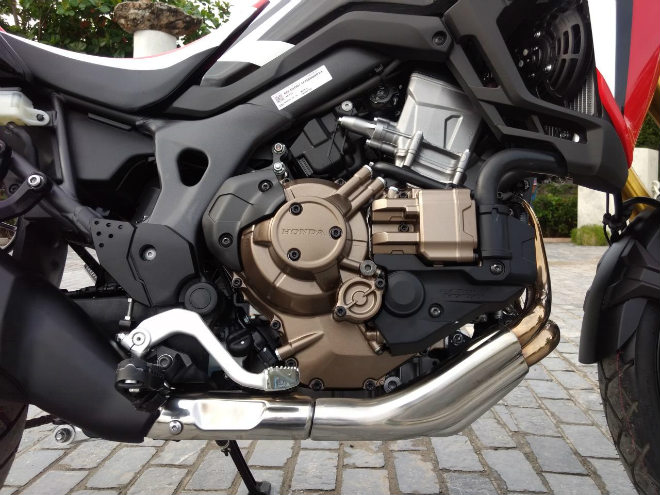 chon 2018 triumph tiger 800 xcx hay honda africa twin? hinh anh 6