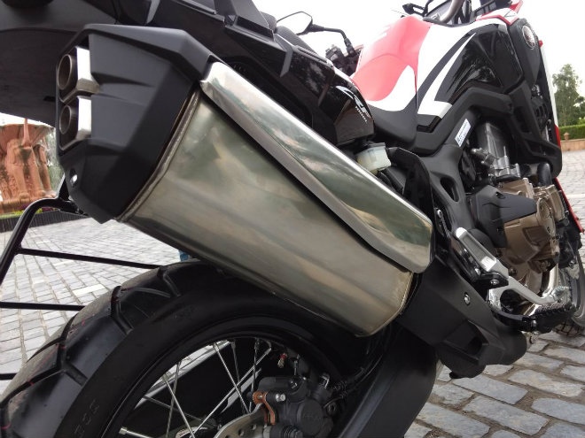 chon 2018 triumph tiger 800 xcx hay honda africa twin? hinh anh 7