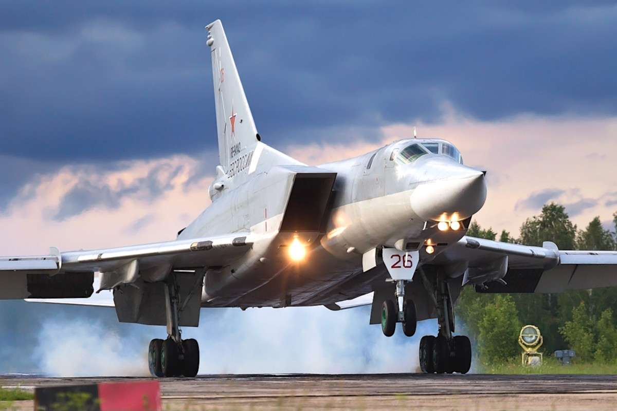 nga: oanh tac co chien luoc tu-22m3 lao xuong dat vo nat hinh anh 1