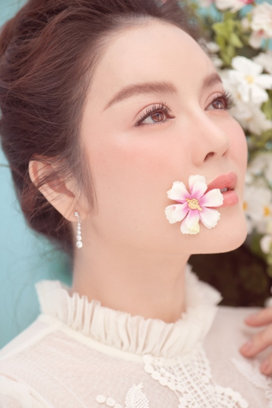 ly nha ky chup anh tet doc dao cung heo con, khoe ve dep non na hinh anh 7