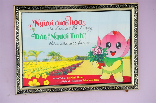 lao nong 70 tuoi thich trong hoa kieng mau tim, thu tien ty hinh anh 16