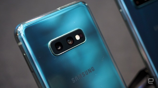 samsung galaxy s10e dep the nay, iphone xr con e dai hinh anh 9