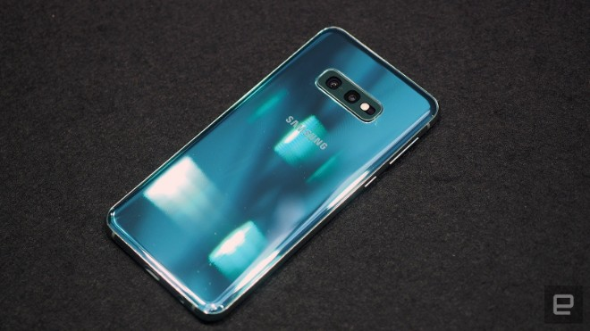 samsung galaxy s10e dep the nay, iphone xr con e dai hinh anh 10