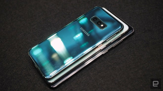 samsung galaxy s10e dep the nay, iphone xr con e dai hinh anh 11