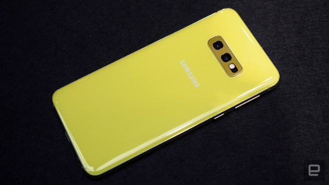 samsung galaxy s10e dep the nay, iphone xr con e dai hinh anh 12